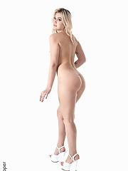 Sandra Blonde Blissful Evening virtual stripper tranny